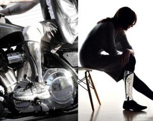 Imagen de mujer robot realizando labores de planchado.