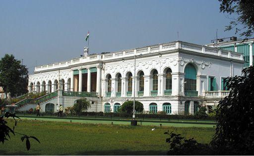 Imagen con el exterior de la Biblioteca Nacional de la India